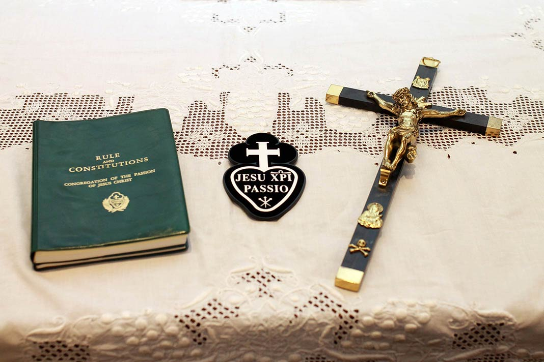 The Rule and Constitutions, Sign and Cross that Passionists receive at Profession.