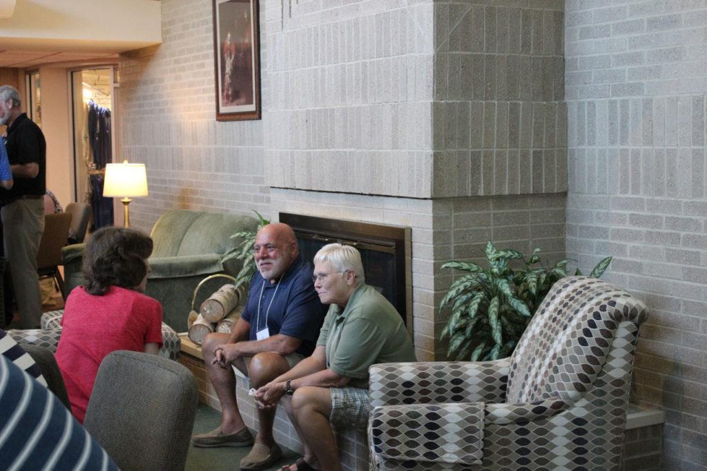 Jean Ryan talks with Al and Kathy Cucchetti.